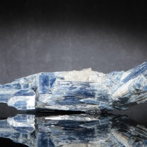 BLUE-KYANITE-IN-QUARTZ-KYA3-1