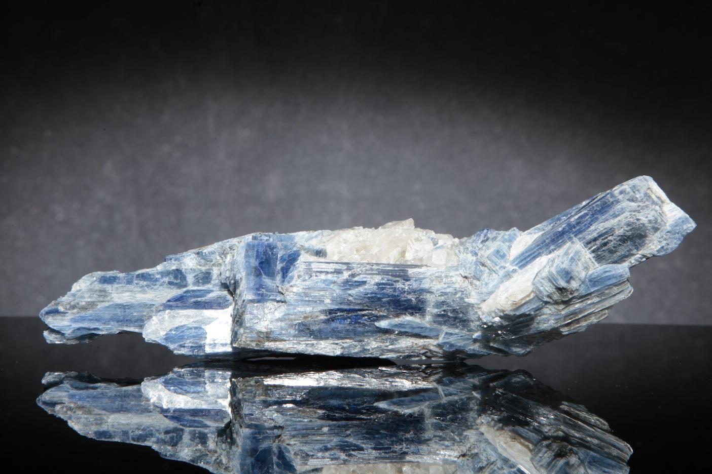 BLUE-KYANITE-IN-QUARTZ-KYA3-1